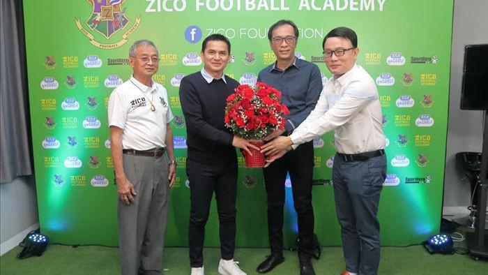 HLV Kiatisuk mở học viện bóng đá, sẵn sàng rời Thái Lan để sang HA Gia Lai - 1
