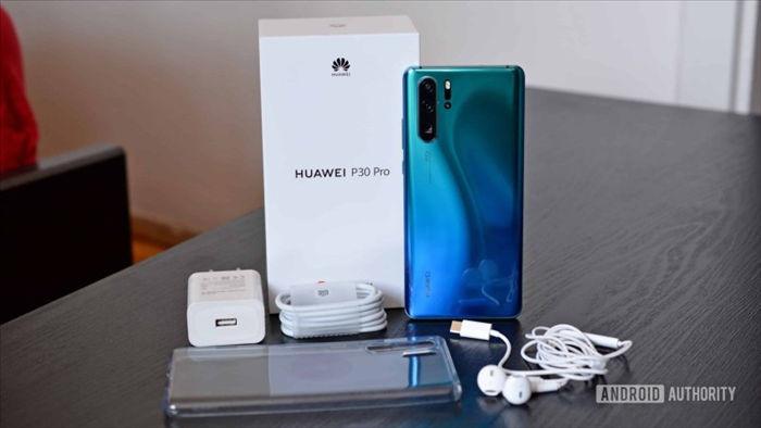 Sau Apple và Samsung, sẽ đến lượt Huawei loại bỏ củ sạc bán kèm với các thiết bị của mình - Ảnh 1.