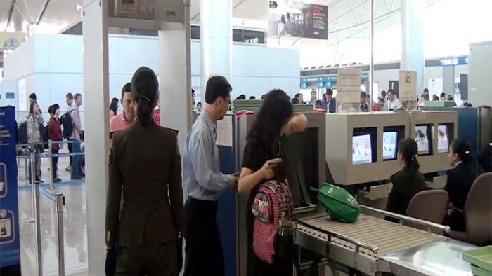 Túm cổ đánh người khác, nữ hành khách bị cấm bay