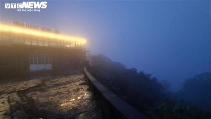 Du khách háo hức lên đỉnh Mẫu Sơn săn băng tuyết - 9