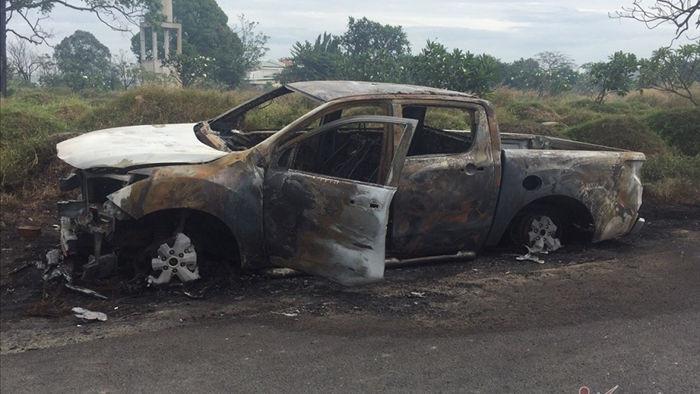 Giận vợ, đưa ô tô ra nghĩa trang ở Bình Dương đốt cháy đùng đùng