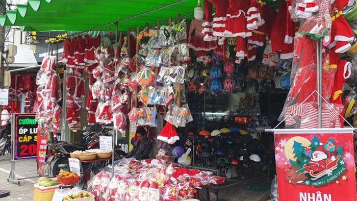 Thị trường mùa Giáng sinh: Hàng phong phú, người mua ít - 3