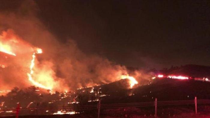 Căn cứ quân sự Mỹ cháy khủng khiếp, sơ tán khẩn cấp 7.000 người - 1