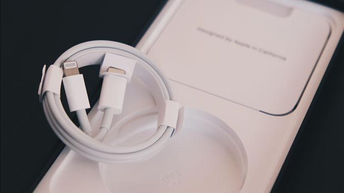 Nối gót Apple, đến lượt Xiaomi sắp bỏ củ sạc trên smartphone của mình - Ảnh 1.