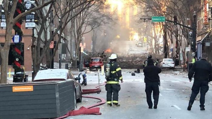Nổ rung chuyển thành phố ở Mỹ ngày Giáng sinh, 20 tòa nhà hư hại - 1