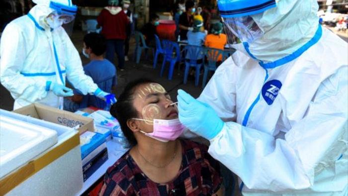 Thái Lan hợp pháp hóa 1 triệu lao động nhập cư để phòng dịch - 1