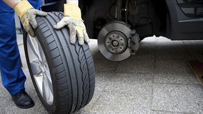 thay lốp ô tô