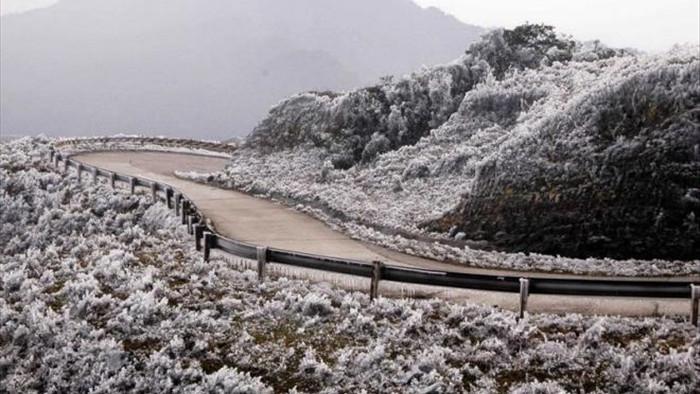 Đêm mai, Hà Nội rét 8 độ C, vùng núi cao có thể đón trận mưa tuyết đầu tiên - 1