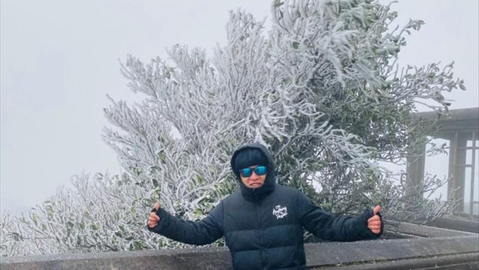 Du khách đổ về Mẫu Sơn ngắm cảnh băng tuyết phủ trắng núi rừng - 3