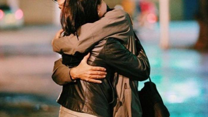 Muốn biết vợ còn yêu chồnghay không, thử nhìn 3 biểu hiện khi ôm của cô ấy biết liền - 1