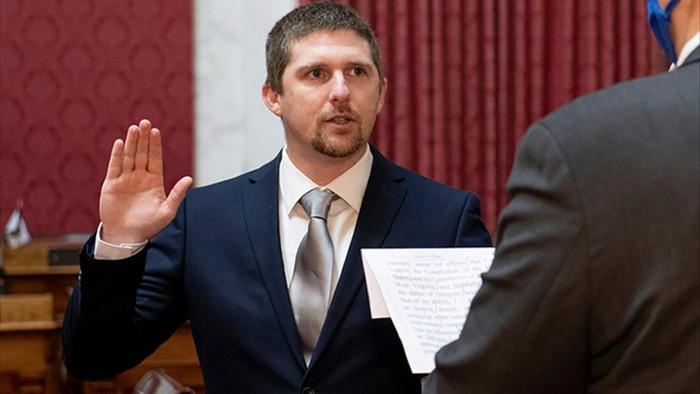 Nghị sĩ Mỹ từ chức vì tham gia bạo loạn ở trụ sở quốc hội - 1
