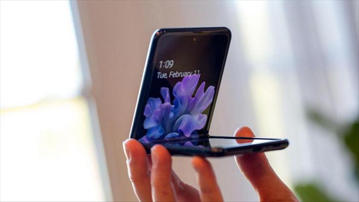Thời tiết càng lạnh thì càng không nên dùng điện thoại Samsung màn hình gập - Ảnh 1.