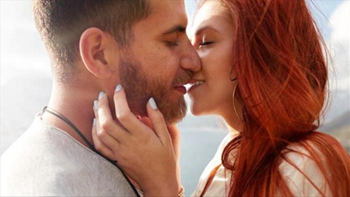Chúng ta thường nhắm mắt khi hôn nhưng lý do đằng sau không phải ai cũng biết - 1