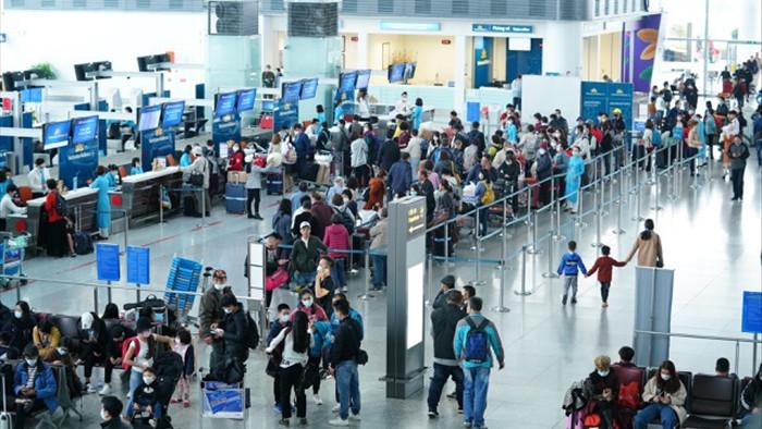 Cao điểm Tết: Khách phải có mặt ở sân bay sớm 3-4 tiếng trước giờ cất cánh - 1