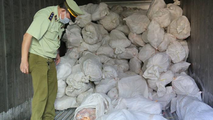 Kinh hoàng hàng Tết: Tổng kho 16 tấn thịt gia cầm bốc mùi