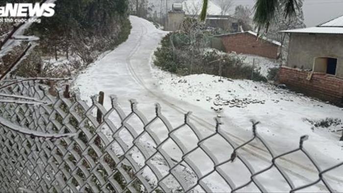 Lào Cai: Tuyết phủ trắng xóa, Y Tý đẹp như châu Âu - 5