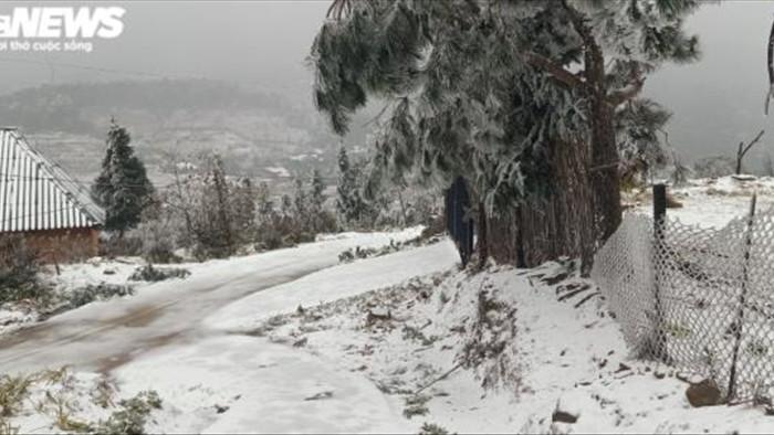 Lào Cai: Tuyết phủ trắng xóa, Y Tý đẹp như châu Âu - 1