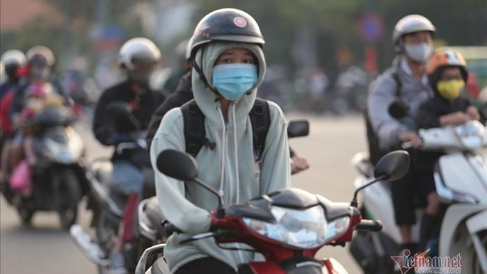 Người Sài Gòn co ro trong tiết trời lạnh 19 độ