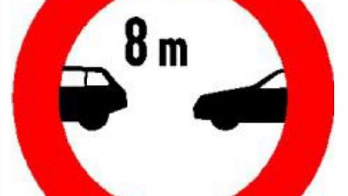 Giữ khoảng cách với xe trước thế nào để an toàn và tránh bị phạt?