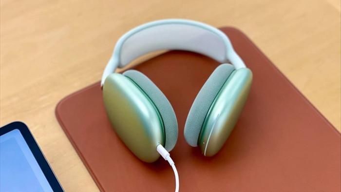 Tai nghe AirPods cao cấp của Apple bị chê sụt pin nhanh - 1
