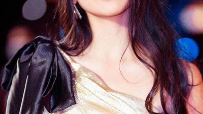 Con gái 16 tuổi, xinh như hoa hậu của Lưu Thiên Hương - Ảnh 1.
