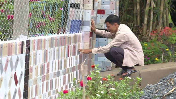 Độc lạ những căn nhà Việt có hàng rào được ốp bằng iPhone và tivi - 4