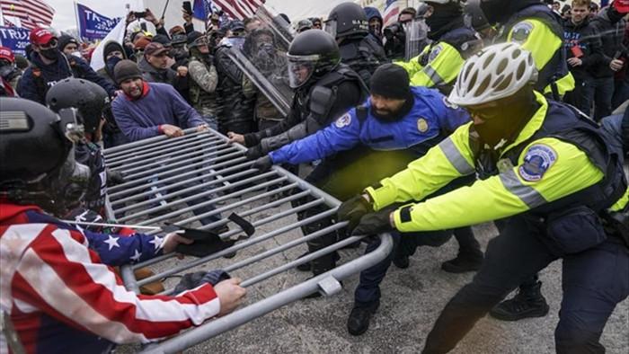 Thêm cảnh sát tự sát sau vụ bạo loạn ở Điện Capitol - 1