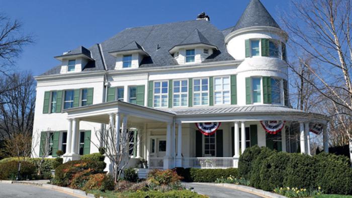 Nữ Phó Tổng thống đầu tiên của nước Mỹ sống ở ngôi nhà như thế nào? - 1