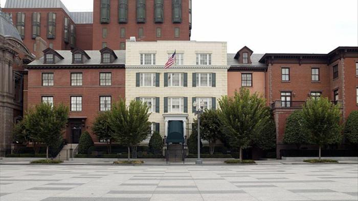 Nữ Phó Tổng thống đầu tiên của nước Mỹ sống ở ngôi nhà như thế nào? - 4