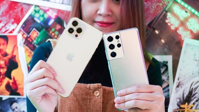Galaxy S21 Ultra đọ dáng iPhone 12 Pro Max - 1