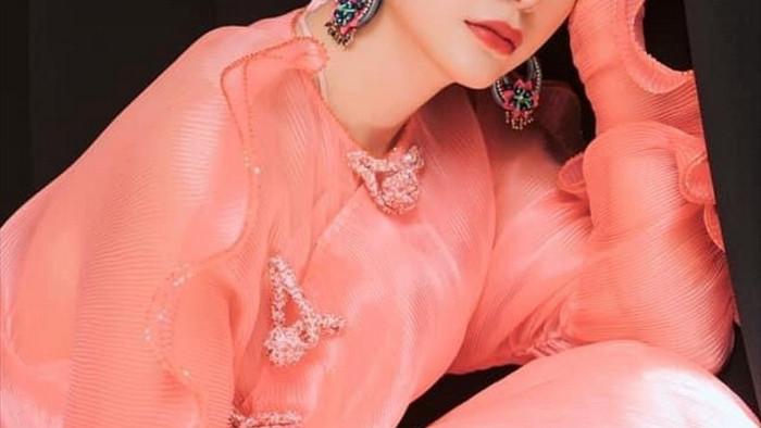 'Ngọc nữ Bolero' Lily Chen diện áo dài cách tân