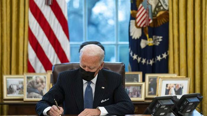 Biden hành động mạnh mẽ, nước Mỹ ghi dấu bước ngoặt