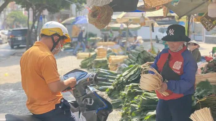 Chợ lá dong đông đúc nhất Sài Gòn chỉ còn vài người bán - Ảnh 2.