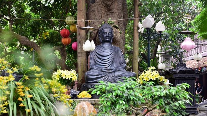 Tượng Phật từ đá quý nguyên khối trong ngôi chùa nghìn năm tuổi ở Hà Nội - 7