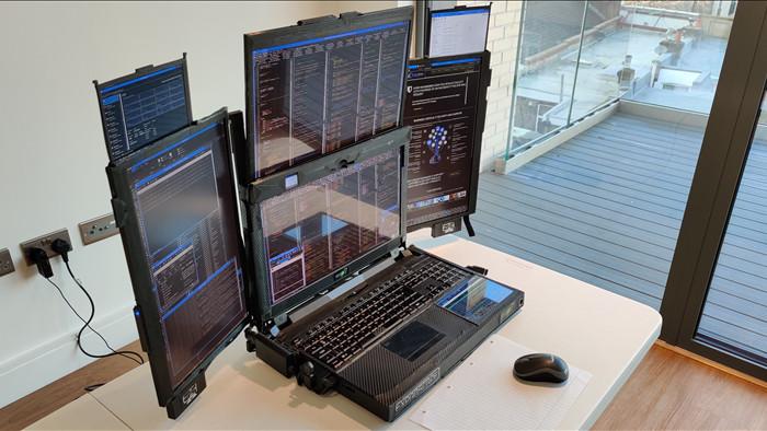 Cận cảnh laptop đầu tiên trên thế giới với... 7 màn hình: Cấu hình siêu khủng, nặng 12Kg, người mua không được tiết lộ giá bán - Ảnh 1.
