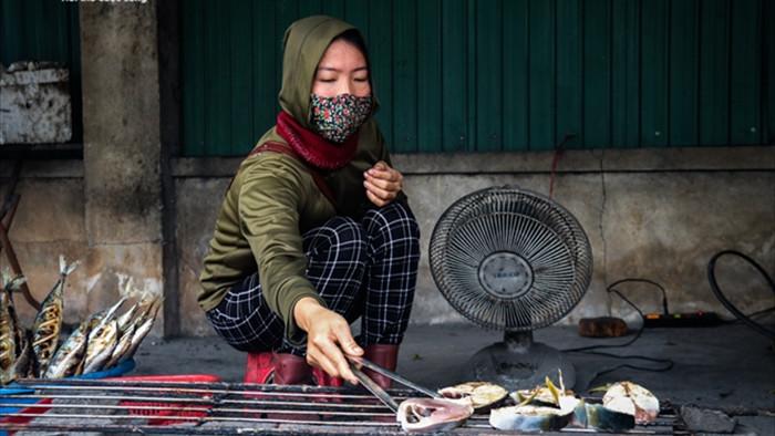 Ảnh: Làng nghề nướng cá nổi tiếng Hà Tĩnh tất bật vào vụ Tết  - 6