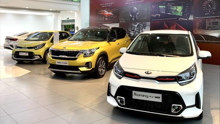 Doanh số ô tô tháng đầu năm 2021 giảm mạnh, thị trường chờ xe mới - 1
