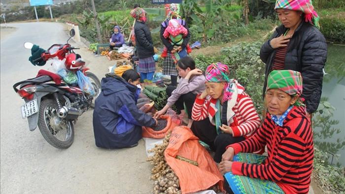 'Chợ 5 nghìn' họp ven đường - nét độc đáo của người Văn Chấn
