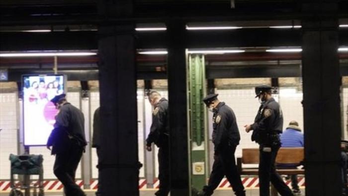 Bí ẩn vụ đâm dao hàng loạt nhằm vào người vô gia cư ở New York  - 1