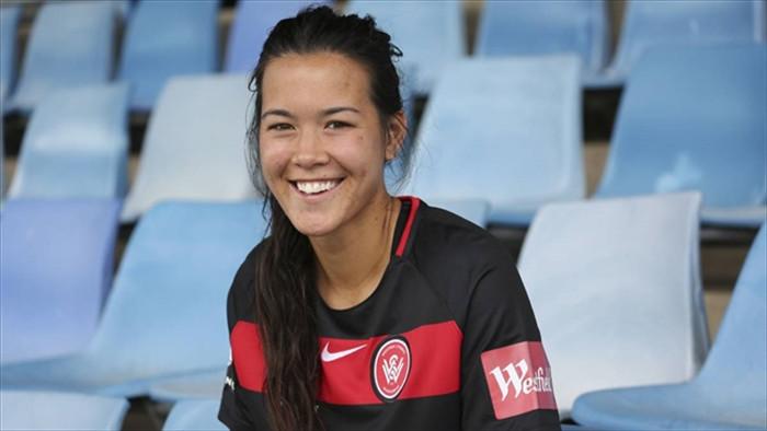 Chân dung nữ cầu thủ Việt kiều ở CLB Napoli của Italy  - 3