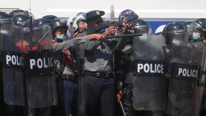 Binh sĩ Myanmar bị tố nổ súng giải tán đám đông biểu tình