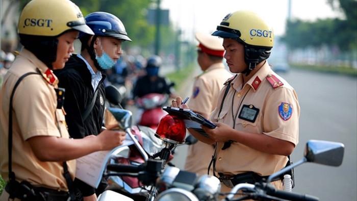 Gần 2.000 giấy phép lái xe bị tước trong 7 ngày nghỉ Tết - 1