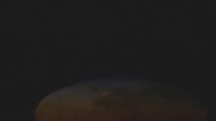 Ngỡ ngàng cảnh Mặt trăng tan chảy trong ảo ảnh hoàng hôn - 3