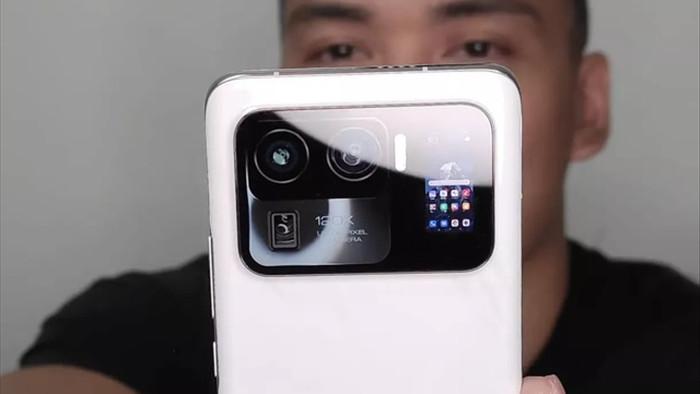 Lộ ảnh và video thực tế smartphone Mi 11 Ultra với tính năng độc đáo - 1