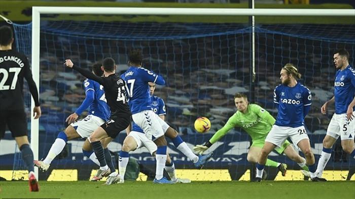Kết quả Ngoại Hạng Anh: Thắng Everton, Man City bỏ xa Man Utd - 1