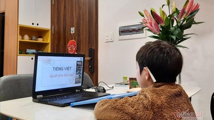 Học thêm cũng online, học sinh 'mờ mắt' vì ngồi cả ngày trước máy tính