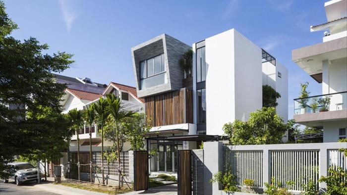 Cuộc sống vui thú điền viên trong căn nhà 3 tầng ngập cây xanh ở Nha Trang - 1