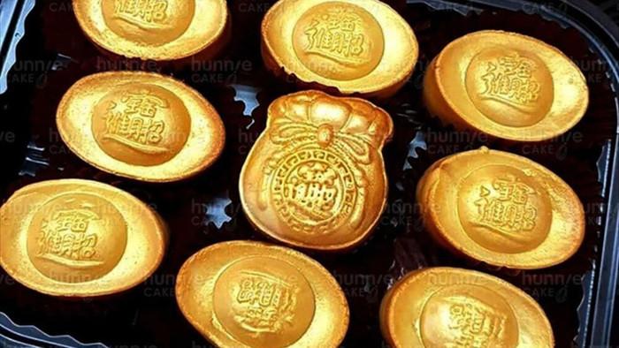 Chưa tới ngày vía Thần Tài, bánh hũ vàng cháy hàng chợ mạng - 3