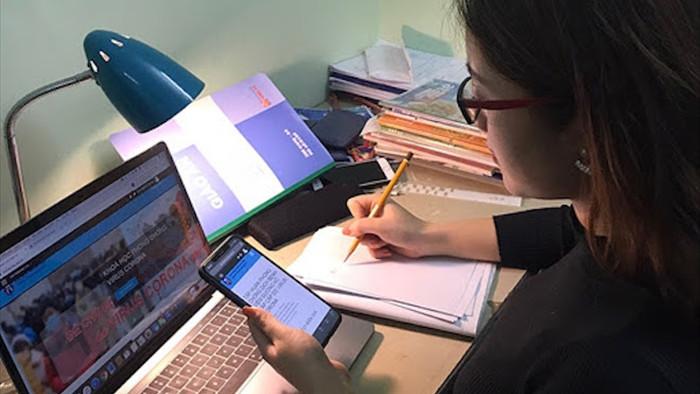 Con căng mắt học online qua điện thoại, bố mẹ cắn răng chi tiền sắm máy tính  - 2