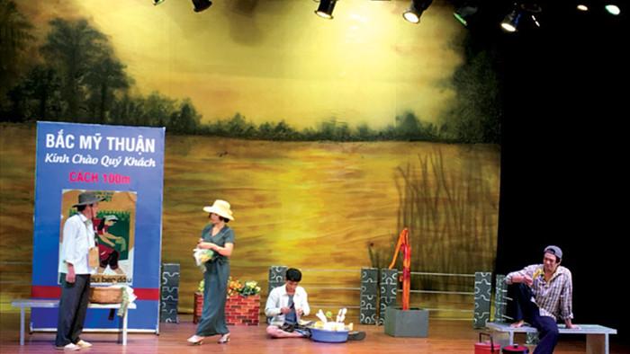 Một hoạt cảnh trong kịch Rau răm ở lại - chuyển thể từ truyện ngắn Cải ơi của Nguyễn Ngọc Tư.